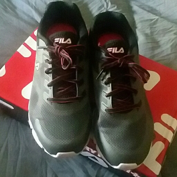 Nwot Fila size 8.5 wide new sneakers